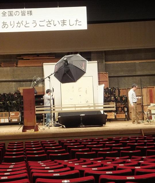 舞台でスチール撮影、一本刀土俵入の勾欄