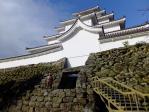 番兵の立つ鶴ヶ城入口