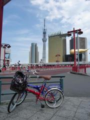 浅草スカイツリーと自転車
