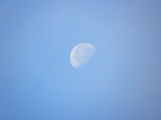 月と今日の空