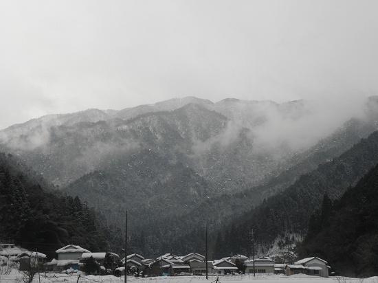 畑地区から見た東床尾山