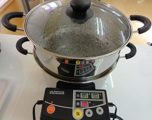 電気鍋にてたまご蒸し 予熱