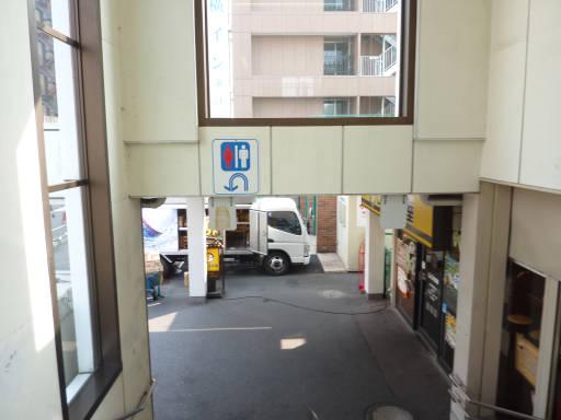 20110206・駅2・福生15