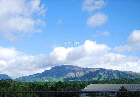 遠くに見える阿蘇のお山