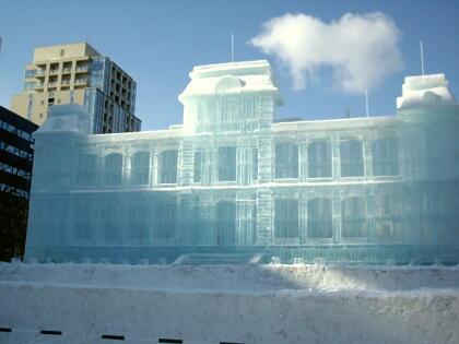 氷の像はきれい。