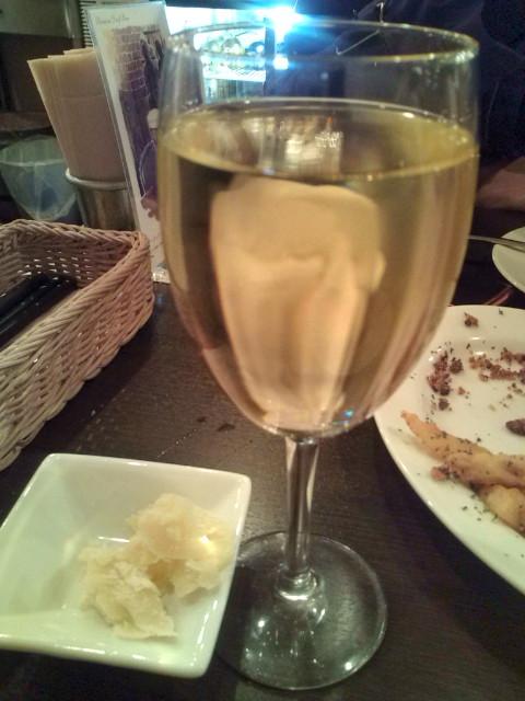 白グラスワイン