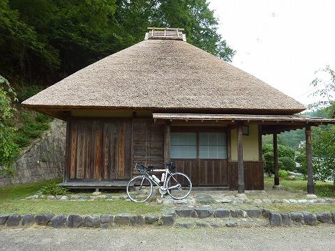 往路_かやぶきの屋根