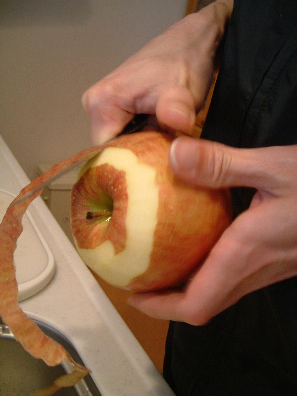 リンゴ皮むき1