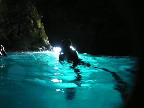 青の洞窟 水面