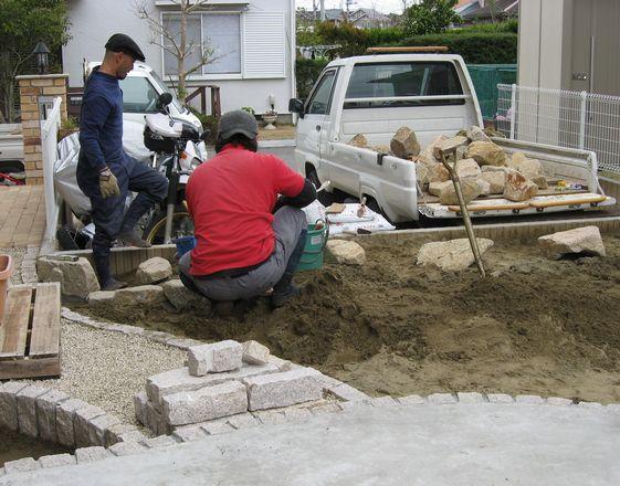 石組み施工中