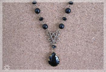 黒のネックレス