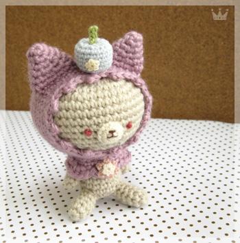 淡い紫ずきんのネコちゃん