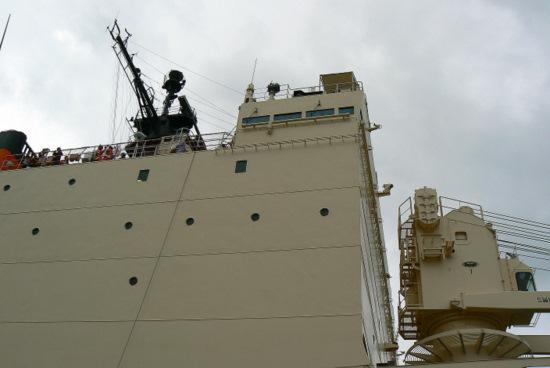 100911 南極観測船しらせ3
