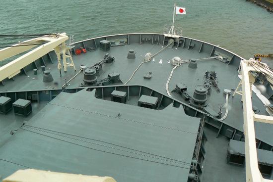 100911 南極観測船しらせ船首