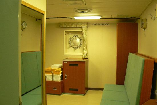 100911 副艦長室