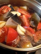 トマトとにんにくを加えて