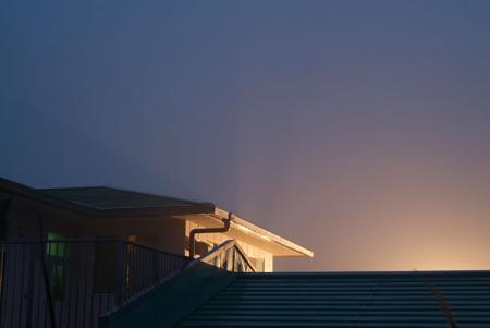 夜明けの霧でできた光芒