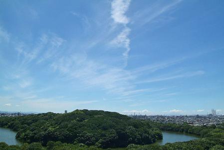 青空に巻雲、薄い水平環