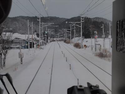 雪景色の中を進む