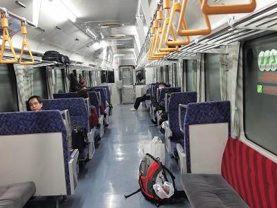 盛岡行き普通列車の車内