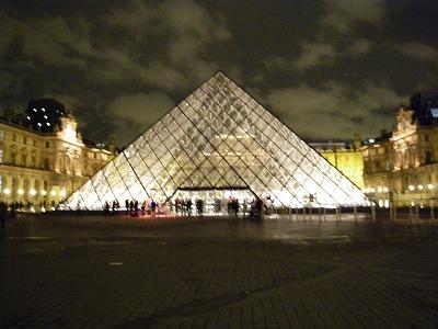 ルーブルのピラミッド