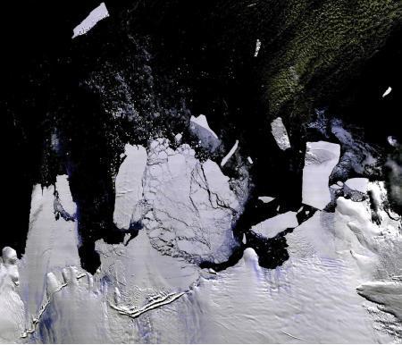巨大氷山流出