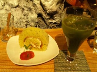 ホウレン草のロールケーキと野菜ジュース