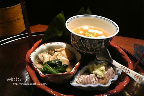 とりあえず出てきた前菜的ナ器の中の料理★ 牡蠣などあってすっごい味が濃くて美味しかった。