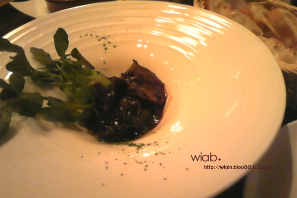 牛ホホ肉の赤ワイン煮込み☆ 一番の自慢料理って言うから頼んでみました。 美味しかったけど高いわりに量少ない!! 良いお肉ってことかもしんないけど、もう少し量大目希望!!