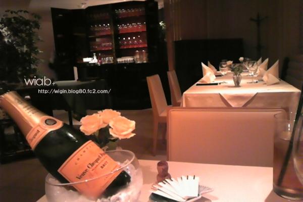シャンパンの置き方がカナユニに似てる☆