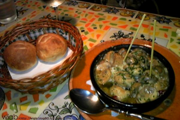 自家製パンとキノコのにんにくオリーブオイルみたいな、美味くないわけない!!