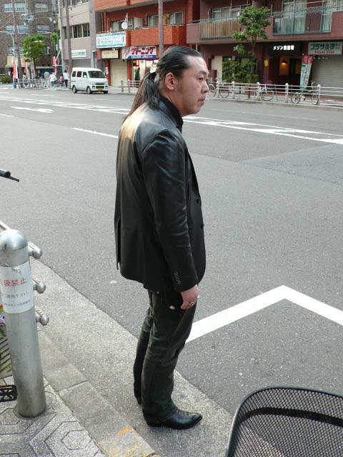 タクシーを呼び止める「三田ちゃん」・・・