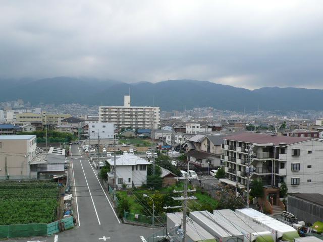 本日の生駒山系。