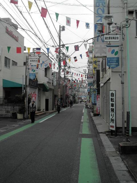商店街?!の旗なんかも「昭和」です。