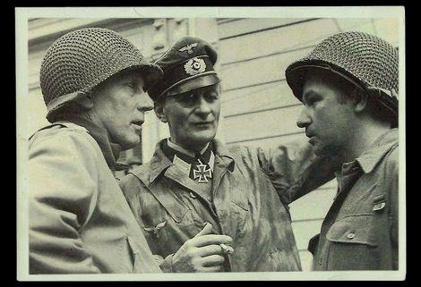 マコン少将とアウロック要塞司令官