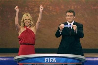 Charlize+Theron+world+cup_400.jpg