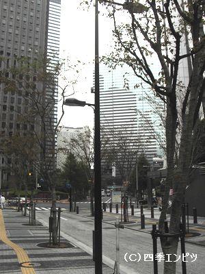 新宿駅西口からアイランドタワー方面へ