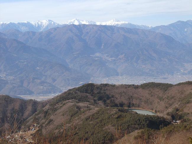 四尾連湖と櫛形山・南アルプス