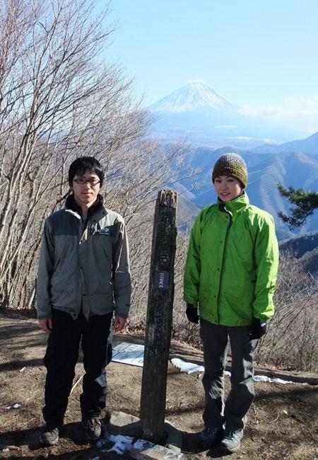 蛾ヶ岳山頂にて記念写真