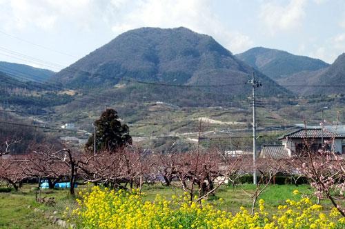 春日井駅から見た兜山