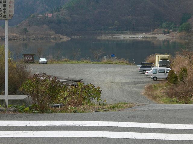 精進湖畔駐車場