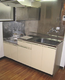 yana3-kitchen.jpg