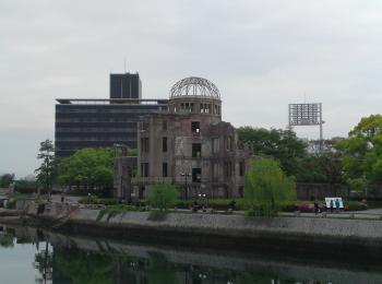 東側より原爆ドームを望む_