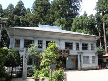 明治記念館(旧八戸小学講堂)