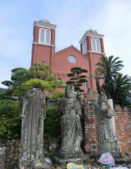 浦上天主堂と聖人像