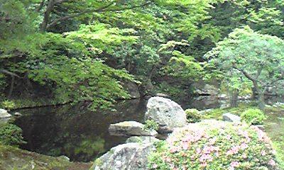 方丈庭園と池090528_1457~01