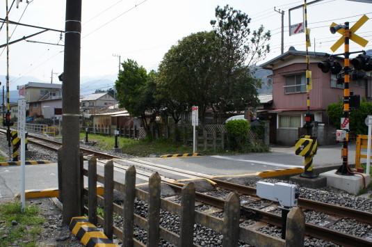 桜 塩之沢駅 踏切