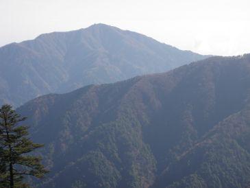 0911長尾尾根の向こうに大山