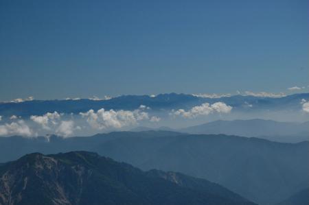 81白・山頂から北アルプス