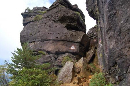 38胎内岩